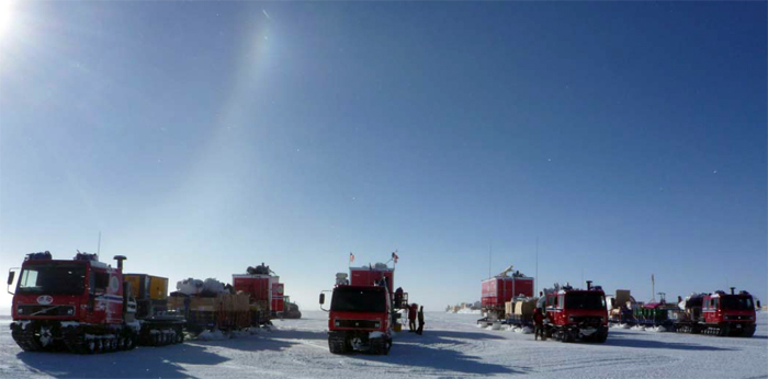 Norwegian-IPY traverse arrives at South Pole.