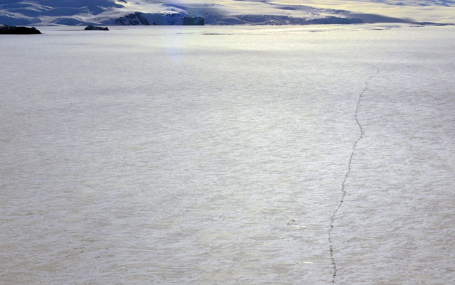 Crack in sea ice.
