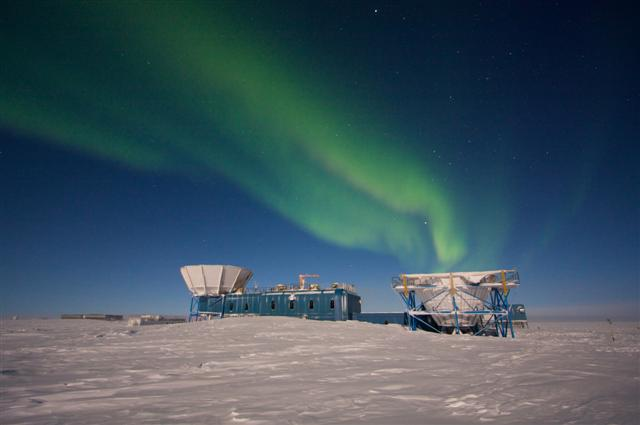 An aurora shimmers above MAPO at the South Pole.