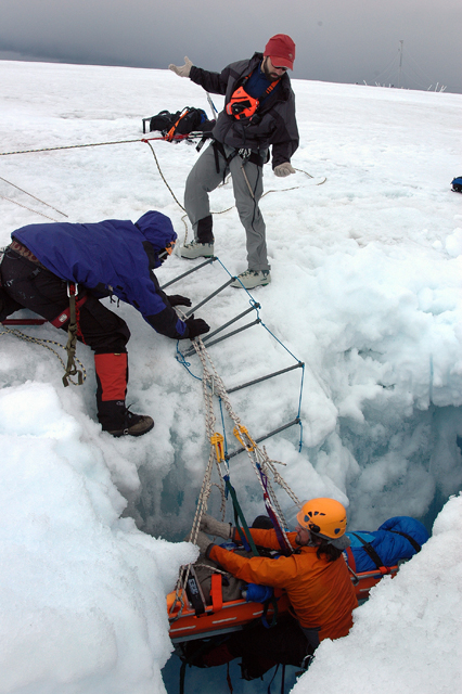 Glacier SAR team performs a drill.