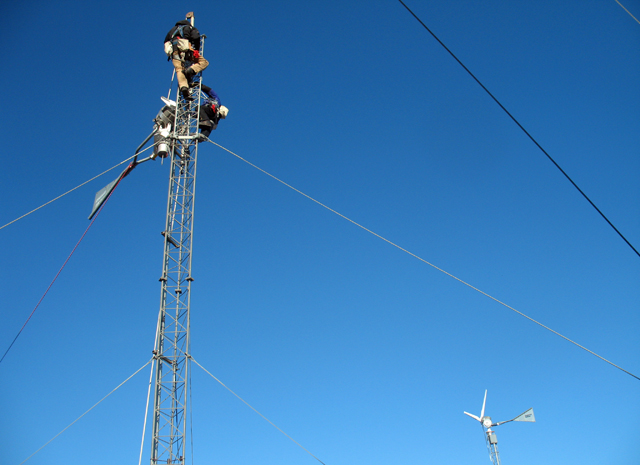 Riggers on Black Island antenna.