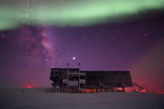 Aurora and night sky over a building.