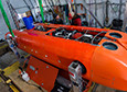 Vickie Siegel and Josh Moor prepare the underwater autonomous vehicle ARTEMIS to dive under the ice.